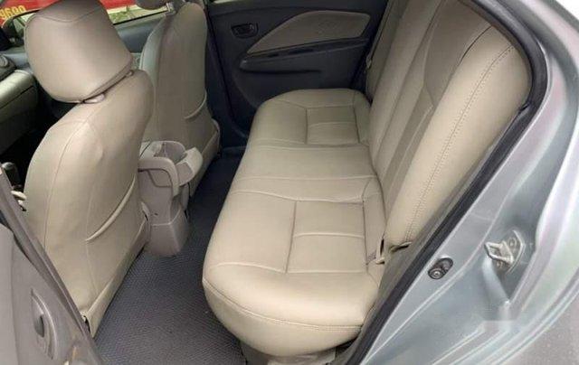 Cần bán Toyota Vios năm sản xuất 2011, màu bạc, số sàn4