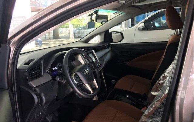 Bán xe Toyota Innova năm 2019, màu xám, giá tốt1