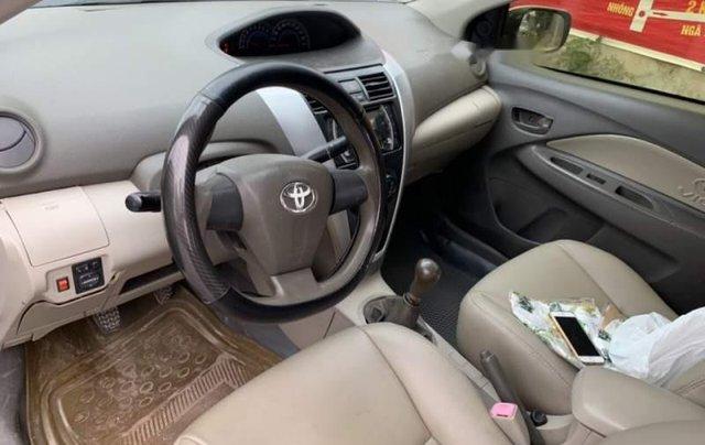 Cần bán Toyota Vios năm sản xuất 2011, màu bạc, số sàn5