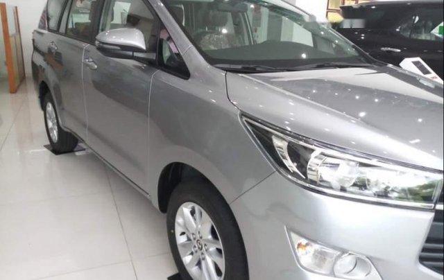 Cần bán Toyota Innova E sản xuất năm 2019, màu xám giá cạnh tranh1