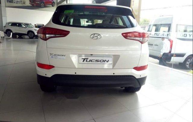 Bán Hyundai Tucson 2.0 sản xuất năm 2019, màu trắng3