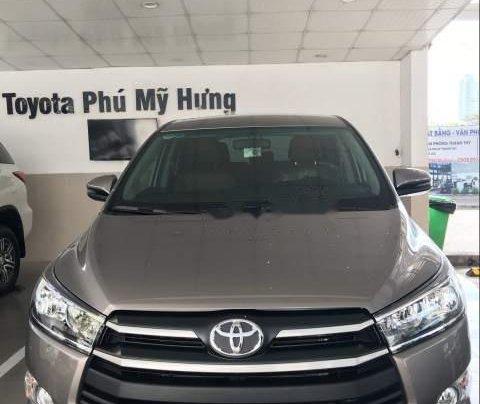 Bán xe Toyota Innova năm 2019, màu xám, giá tốt0