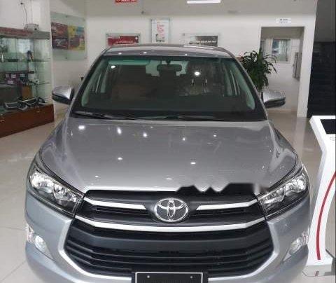 Cần bán Toyota Innova E sản xuất năm 2019, màu xám giá cạnh tranh0