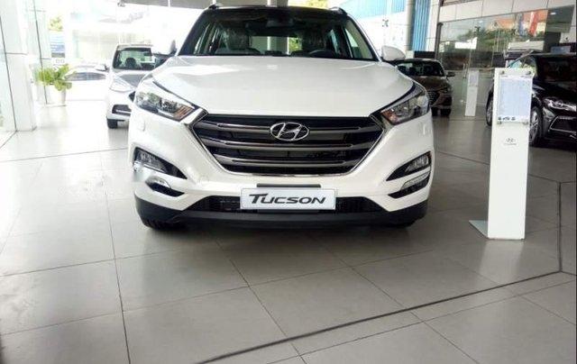 Bán Hyundai Tucson 2.0 sản xuất năm 2019, màu trắng0