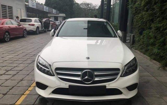 Bán ô tô Mercedes C200 đời 2019, màu trắng, nhập khẩu0