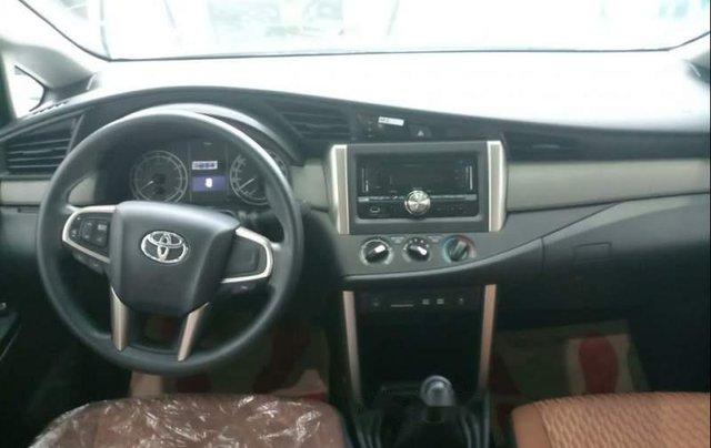 Cần bán Toyota Innova E sản xuất năm 2019, màu xám giá cạnh tranh4