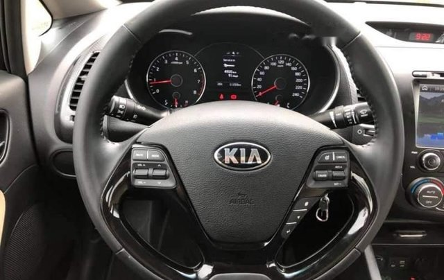 Bán ô tô Kia Cerato đời 2018, màu đen, số sàn 1