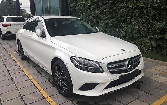 Cần bán xe Mercedes C200 đời 2019, màu trắng0