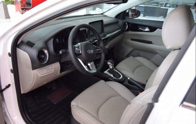Cần bán xe Kia Cerato đời 2019, màu trắng3