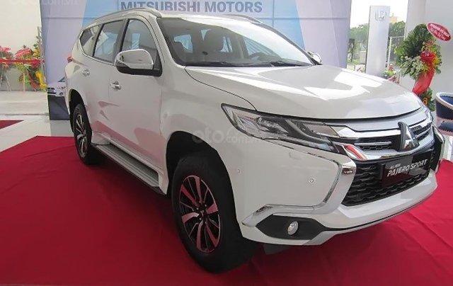 Bán xe Mitsubishi Pajero Sport 2.4D 4x2 MT sản xuất 2019, màu trắng, nhập khẩu0