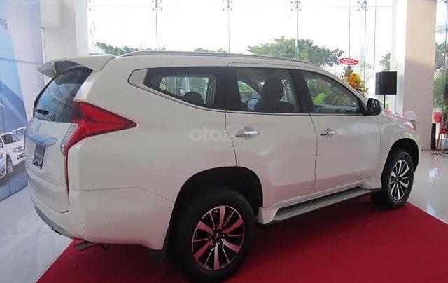 Bán xe Mitsubishi Pajero Sport 2.4D 4x2 MT sản xuất 2019, màu trắng, nhập khẩu1