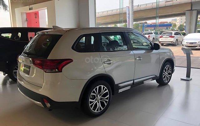 Cần bán xe Mitsubishi Outlander 2.0 CVT đời 2019, màu trắng, 808 triệu1