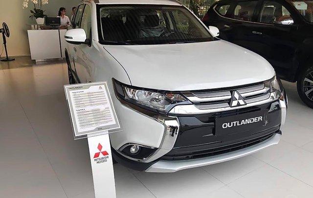 Cần bán xe Mitsubishi Outlander 2.0 CVT đời 2019, màu trắng, 808 triệu0