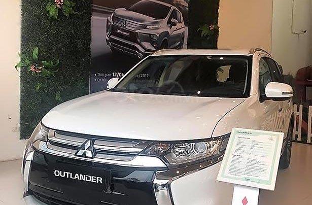 Bán Mitsubishi Outlander 2.0 CVT năm sản xuất 2018, màu trắng0