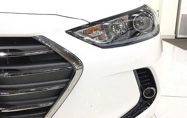 Bán Hyundai Elantra 1.6 AT 2019, màu trắng, giá chỉ 600 triệu1