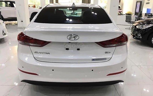 Bán Hyundai Elantra 1.6 AT 2019, màu trắng, giá chỉ 600 triệu0