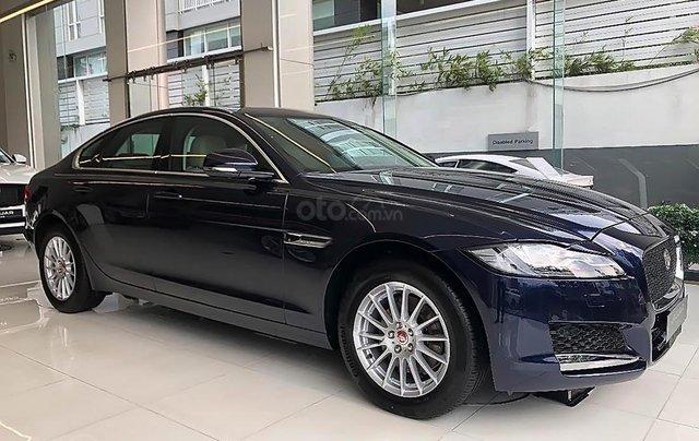 Cần bán xe Jaguar XF 2019, xe nhập, màu xanh đen0