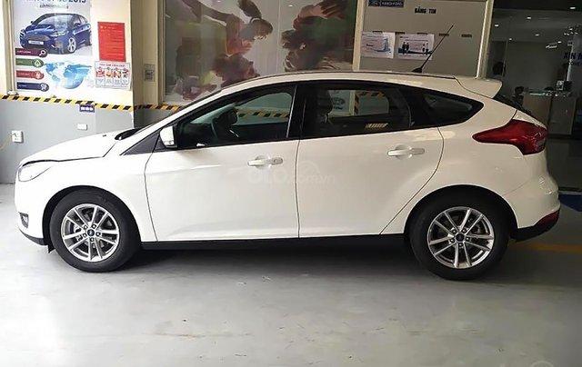 Cần bán xe Ford Focus Trend 1.5L sản xuất năm 2019, màu trắng, giá chỉ 550 triệu0