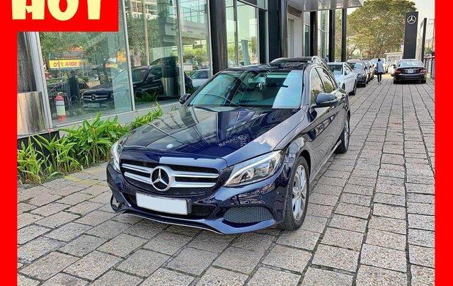 Bán xe Mercedes C200 xanh, nội thất kem, model 2017, cũ chính hãng0