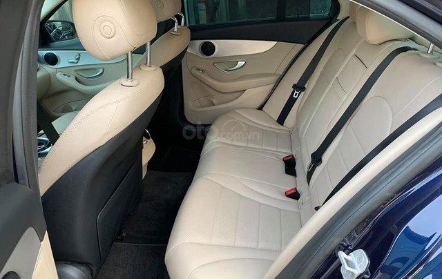 Bán xe Mercedes C200 xanh, nội thất kem, model 2017, cũ chính hãng2