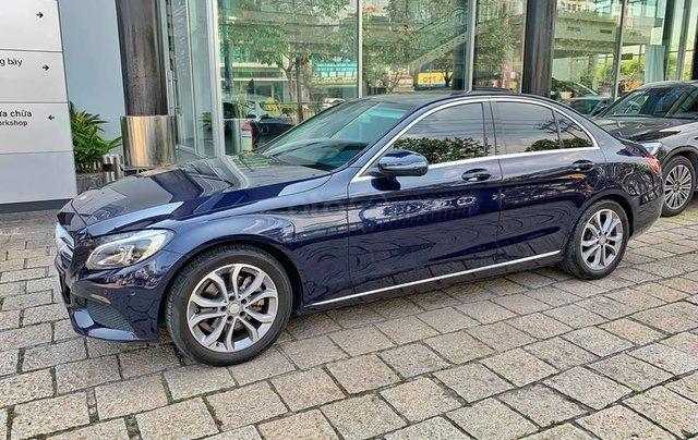 Bán xe Mercedes C200 xanh, nội thất kem, model 2017, cũ chính hãng4