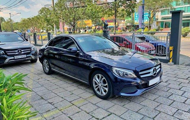 Bán xe Mercedes C200 xanh, nội thất kem, model 2017, cũ chính hãng5