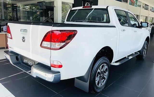 Bán xe Mazda BT 50 2.2L 4x2 ATH sản xuất 2018, màu trắng, mới 100% 3