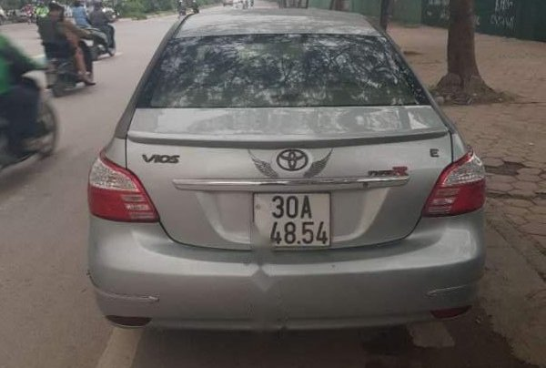 Bán Toyota Vios đời 2013, màu bạc1