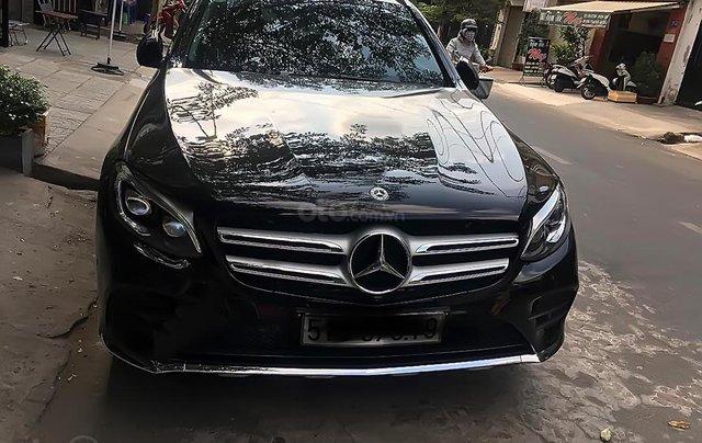 Bán Mercedes GLC 300 4Matic đời 2018, màu đen số tự động0