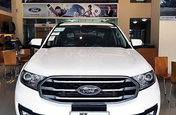 Cần bán Ford Everest AmBiente 2.0L AT năm sản xuất 2019, màu trắng, nhập khẩu0