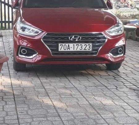 Cần bán gấp Hyundai Accent đời 2018, màu đỏ còn mới