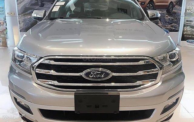 Bán Ford Everest mới 2.0L 4X4, nhập khẩu, bản SUV màu bạc, nội thất màu đen, xe 5 cửa 7 chỗ ngồi0