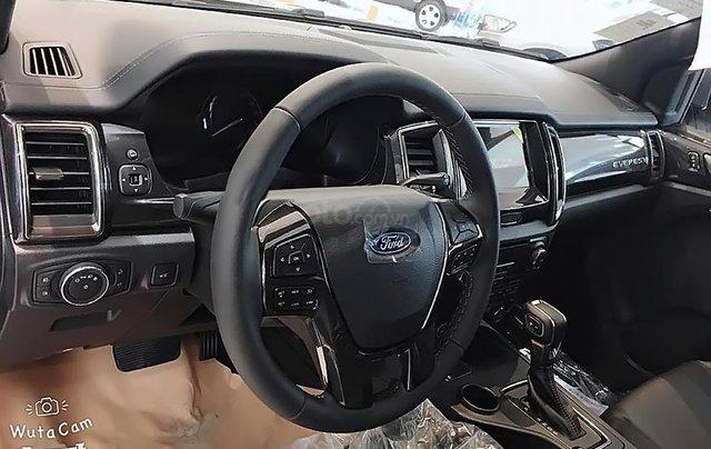 Bán Ford Everest mới 2.0L 4X4, nhập khẩu, bản SUV màu bạc, nội thất màu đen, xe 5 cửa 7 chỗ ngồi3
