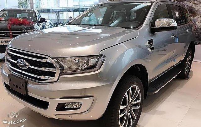 Bán Ford Everest mới 2.0L 4X4, nhập khẩu, bản SUV màu bạc, nội thất màu đen, xe 5 cửa 7 chỗ ngồi4