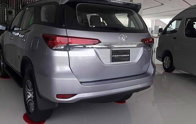 Bán Toyota Fortuner - Nhập khẩu Indonesia, xe màu bạc, giao ngay1