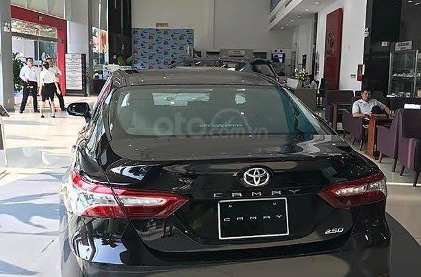 Bán Toyota Camry 2.5Q năm 2019, màu đen, xe nhập1