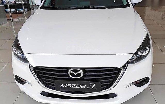 Bán Mazda 3 1.5 AT 2019, màu trắng, giá cạnh tranh0