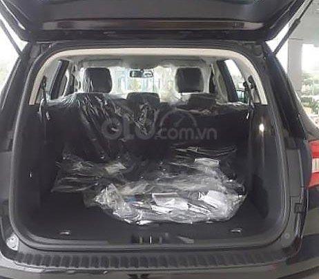 Bán Ford Everest Ambiente 2.0 4x2 AT đời 2019, màu đen, mới 100%2