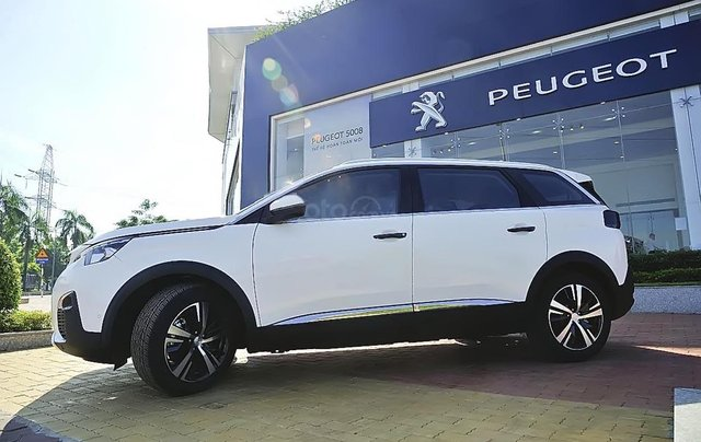 Bán ô tô Peugeot 5008 1.6 AT 2019, màu trắng, mới 100%0