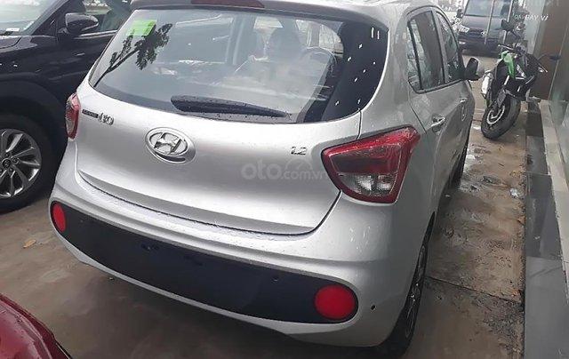 Bán xe Hyundai Grand i10 1.2 MT đời 2019, màu bạc, mới 100%1
