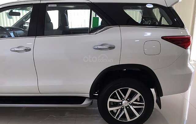 Bán Toyota Fortuner V sản xuất 2019, màu trắng, nhập khẩu1