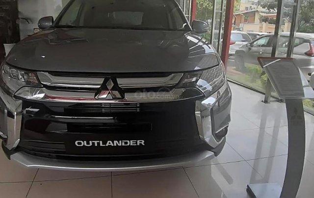 Bán Mitsubishi Outlander 2.0 CVT STD lắp ráp trong nước với 100% linh kiện nhập khẩu từ Nhật Bản1