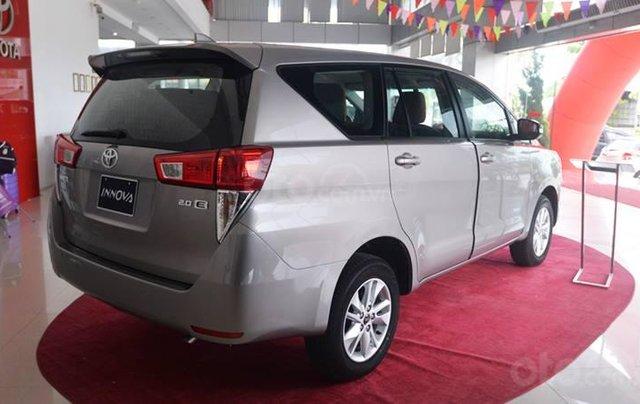 Giảm giá sâu cuối năm chiếc xe Toyota Innova 2.0E đời 2019, màu xám - Giá tốt - Giao xe tận nhà2