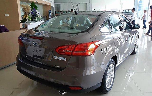 Bán xe Ford Focus 2019, màu xám, nội thất màu kem1