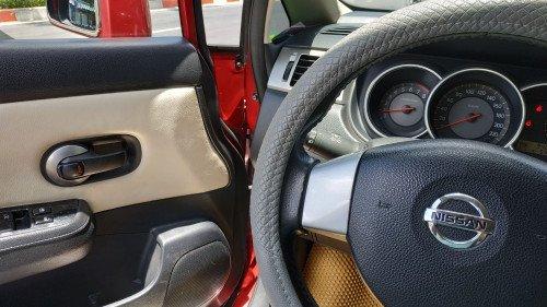 Gia đình bán Nissan Tiida 1.6 AT năm 2008, màu đỏ  3