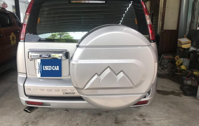 Cần bán xe Ford Everest 2.5AT đời 2015, màu bạc tại City Ford1