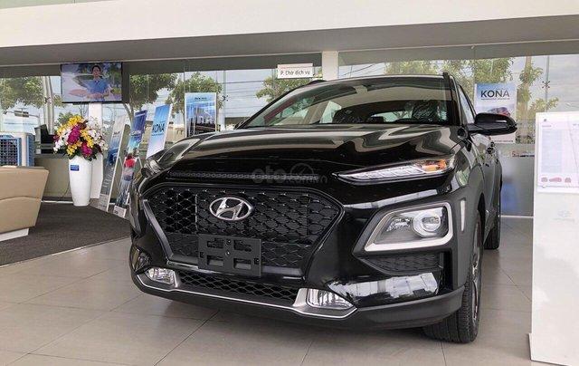 Cần bán Hyundai Kona 2019, màu đen, giá rẻ chỉ 636 triệu. Liên hệ: 09059769500