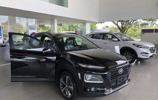 Cần bán Hyundai Kona 2019, màu đen, giá rẻ chỉ 636 triệu. Liên hệ: 09059769502