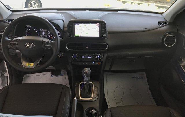 Cần bán Hyundai Kona 2019, màu đen, giá rẻ chỉ 636 triệu. Liên hệ: 09059769503