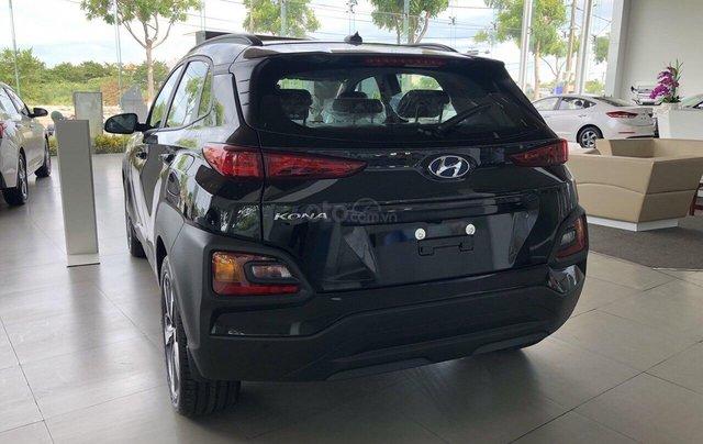 Cần bán Hyundai Kona 2019, màu đen, giá rẻ chỉ 636 triệu. Liên hệ: 09059769507